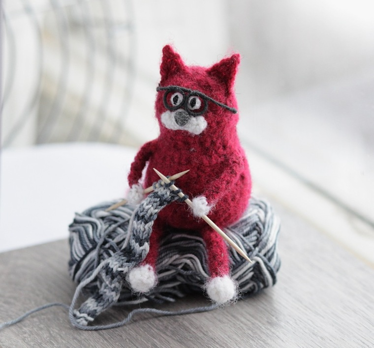 Crochet cat knitting with toothpicks