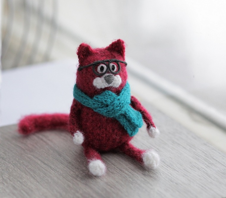 crochet cat in glasses